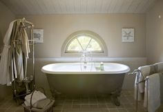 Free standing bath in Provence
