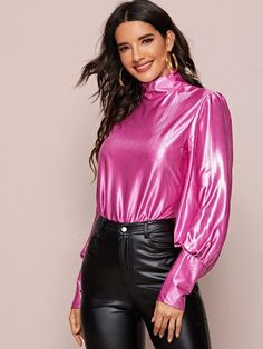 Satin Skirt, Satin Dresses, Metallic Blouses, Silk Blouses, Sexy Outfits, Fashion Outfits, Satin Bluse, Elegantes Outfit, Going Out Outfits