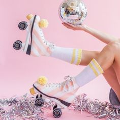 Turn the basic white roller skate into pattered heaven. Learn how!
