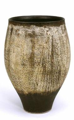 Artist(s):HANS COPER (1920-1981) Medium: stoneware Dimensions:   29.40cm high (  11.57 inches high)