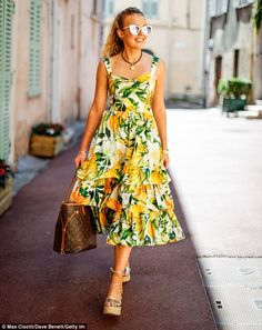 Tallia Storm looks stylish as she hits the shops in Cannes Posing up a Storm! Tallia Storm could have passed for an A-lister as she enjoyed a spot of retail therapy in Cannes, France, on Saturday Source by melianalraja Elegant Dresses, Casual Dresses, Fashion Dresses, Summer Dresses, Poplin Dress, Belted Shirt Dress, Inverted Triangle Fashion, Zara Pleated Skirt, Moda Floral