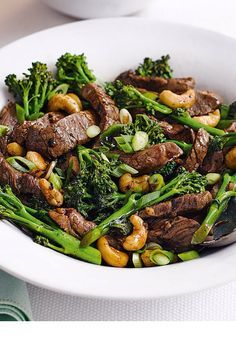 For a speedy and delicious dinner that's ready within 20 minutes try this fragrant Chinese stir-fried beef with broccoli and cashew nuts. Plus it healthy Clean Recipes, Real Food Recipes, Cooking Recipes, Yummy Food, Cooking Videos, Cooking Tips, Tasty, Healthy Snacks, Healthy Eating
