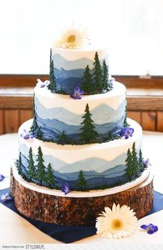 Perfect for an outdoorsy wedding! Perfect for an outdoorsy wedding! Pretty Cakes, Cute Cakes, Beautiful Cakes, Amazing Cakes, Beautiful Birthday Cakes, Themed Wedding Cakes, Wedding Cake Rustic, Woodland Wedding, Woodland Cake