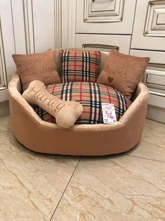 Excited to share this item from my shop: Luxury brown tartan dog bed Designer pet bed Cat bed Custom made dog bed Personalized dog bedin beige and brown Luxury dog bed Dog lover Cute Dog Beds, Diy Dog Bed, Pet Beds, Personalized Dog Beds, Royal Bed, Designer Dog Beds, Dog Rooms, Diy Stuffed Animals, Animal Design