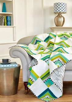 Would be nice made as a 4 patch mini quilt. Happy Cabins by Nicole Calver - Love Patchwork & Quilting, Issue 33 Patchwork Quilting, Scrappy Quilts, Easy Quilts, Modern Quilting, Bed Quilts, Pineapple Quilt, Log Cabin Quilts, Log Cabins, Quilt Modernen