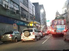 Trânsito é lento na Avenida Sete em direção à Praça Castro Alves +http://brml.co/1G6PFaO