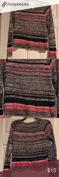 Cute sweater Cute light sweater great condition no pulls miami Sweaters Crew & Scoop Necks