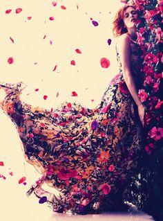 """Karen Elson """"La vie en Rose""""- Bazaar UK"""