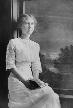 Photograph of Mamie Eisenhower at the age of 17 by The U.S. National Archives