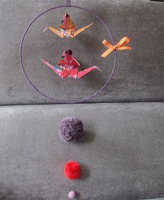 Mobile cercle grue origami et pompon violet parme orange : Décoration pour enfants par la-baleine-a-bosse