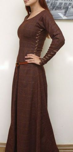 Everyday women's attire. Medieval dress. Fort, Telgar, High Reaches, and Benden garb.