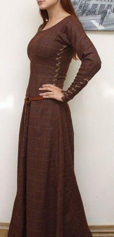 Everyday women's attire. Medieval dress. Fort, Telgar, High Reaches, and Benden garb.