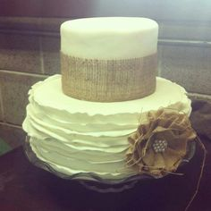 Rustic wedding cake-love!