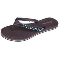 In sportlichem Style gestaltet das Label Chiemsee die Sandaletten KARA. Mit dem lässigen Zehentrenner werden Sie die coolste Lady am Strand sein, versprochen. Perlen zieren die Riemen der Sommer Schlappen, mit denen Sie sowohl am Strand als auch beim Stadtbummel sich wunderbar wohl fühlen werden....