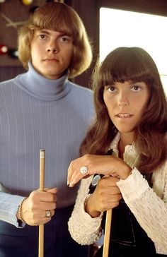 The Carpenters photographed by Paul Slaughter. - The Carpenters photographed by Paul Slaughter - Richard Carpenter, Karen Carpenter, Karen Richards, Gone Girl, Music Mix, Celebs, Celebrities, Bad Hair, American Singers