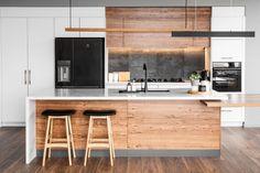 Countertops with absolute black granite - Home Fashion Trend Kitchen Living, New Kitchen, Kitchen Decor, Beach Kitchens, Home Kitchens, Timber Kitchen, Open Plan Kitchen Diner, Kitchen Colour Schemes, Kitchen Cabinet Remodel