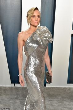 Diane Kruger dazzles in a one-shoulder structured sequin gown at the Vanity Fair Oscars after-party Short Blonde, Blonde Hair, Structured Gown, Best Costume Design, Silver Gown, Vanity Fair Oscar Party, Sequin Gown, Diane Kruger, Cool Costumes