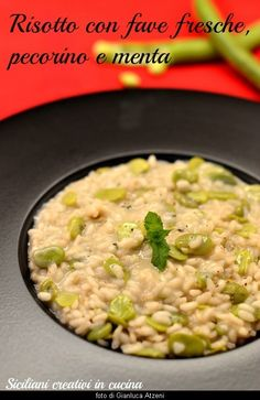 Risotto con fave fresche, pecorino e menta Fish Recipes, Beef Recipes, Healthy Recipes, Recipies, Broad Bean Recipes, Italian Recipes, Food And Drink, Stuffed Peppers, Vegetarian