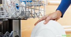 Riecht dein Geschirrspüler unangenehm? Mit diesen Tricks vermeidest und vertreibst du Gerüche. Auch ohne teure Spülmaschinen-Deos