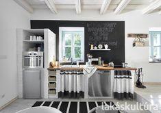 200 éves álom: nyaralóház a Balatonnál - Lakáskultúra magazin Kitchen Dining, Dining Room, Weekend House, Table, Furniture, Home Decor, Kitchen Ideas, Mosaic, Backgrounds