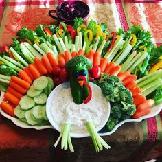 My daughter made this as her contribution to the dinner table this year. It was so bright and cheery! Thanksgiving Vegetables, Thanksgiving Appetizers, Thanksgiving Recipes, Holiday Recipes, Christmas Appetizers, Holiday Foods, Holiday Treats, Happy Thanksgiving, Turkey Veggie Tray