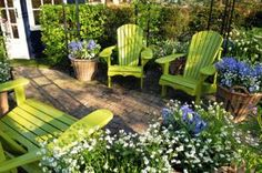 This is the color I want to paint our chairs. Vivid green chairs for the garden! Blend beautifully with the plants, despite being So Green. Want a can of paint right now. From the Keukenhof. Outdoor Rooms, Outdoor Gardens, Outdoor Chairs, Outdoor Living, Outdoor Decor, Adirondack Chairs, Outdoor Showers, Outdoor Ideas, Garden Furniture