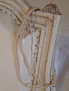 Collier de perles ivoires nacrées de chez Jeanne d'Arc Living en vente sur www.perledelumieres.com