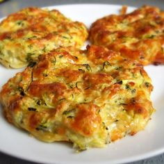 Galettes moelleuses courgettes et mozzarella Beignets, Healthy Dinner Recipes, Vegan Recipes, Low Calorie Snacks, Pesto Recipe, Recipes For Beginners, Food Inspiration, Zucchini, Food And Drink