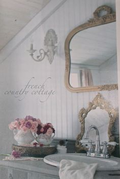 Inspired and romantic living, entertaining, traveling and decorating in a French Country Cottage in the California countryside. Cottage Shabby Chic, Country Chic Cottage, Old Cottage, French Cottage, Cottage Living, Cottage Farmhouse, Farmhouse Ideas, French Country Style, French Country Decorating
