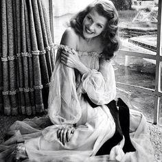 Rita Hayworth on the set of Gilda (1946). Such gorgeous hair.
