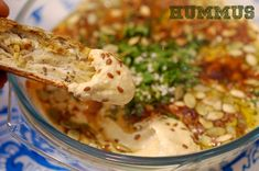 Hummus clasic - Retete culinare by Teo's Kitchen Romanian Food, Romanian Recipes, Healthy Recipes, Delicious Recipes, Healthy Foods, Tahini, Cheeseburger Chowder, Guacamole, Hummus