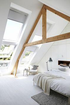 Velux Dachfenster ausgestattet mit Sonnenschutz Rollos
