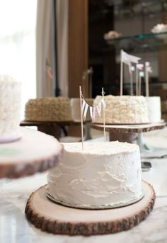love the #wedding cake stands