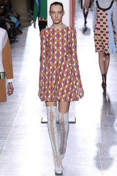Jonathan Saunders Fall 2015 Ready-to-Wear Collection Photos - Vogue Catwalk Fashion, Fashion Week, Winter Fashion, Fashion Show, Fashion Design, London Fashion, High Fashion, Women's Fashion, Jonathan Saunders