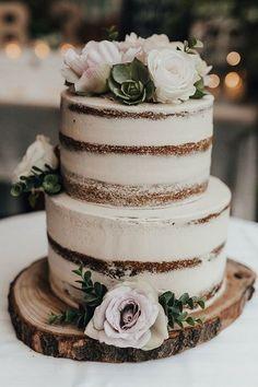Country Wedding Cakes Love this beautiful rustic wedding cake! Flowers make a lovely addition. Perfect wedding cake for a rustic or country wedding - Wedding Bells, Fall Wedding, Our Wedding, Dream Wedding, Floral Wedding, Trendy Wedding, Wedding Ceremony, Igbo Wedding, Elegant Wedding