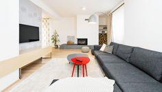 Interiér: vzdušně, elegantně, příjemně... Contemporary, Flooring, Floor Chair, Decor, Furniture, Chair, Home, Contemporary Rug, Home Decor