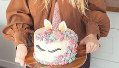 Jednoduchý návod arecept na tortu sjednorožcom (nielen) pre malé princezné – Tchibo Birthday Candles, Birthday Cake, Ale, Desserts, Mascarpone, Tailgate Desserts, Deserts, Birthday Cakes, Ale Beer