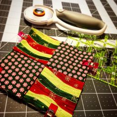 Making a #Christmas #holiday #yule #mugrug  #diy #gift #giftsforher #giftsforhim #sewcute #sewing #inkypinkyboo