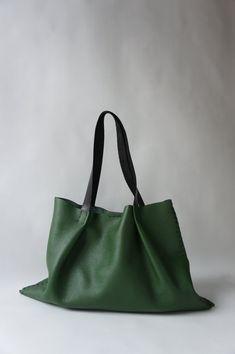 Bolso de cuero Odeon  verde por stitchandtickle en Etsy, $295.00
