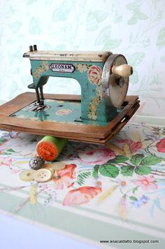 antiga -  Mini Máquina de Costura LEONAM