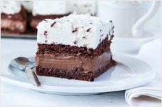 Ciasto czekoladowe z kremem czekoladowym oraz straciatella. Biszkopt nasączany jest mocną herbatą i razem z warstwami kremu tworzy bardzo pyszną i mocno czekoladową całość.