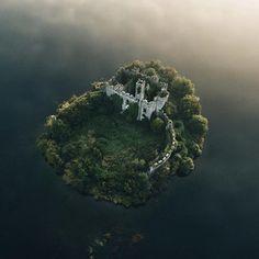 Castle on an island, Ireland : pics