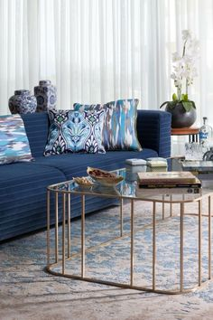 Color Pantone 2020 - Classic blue is the one chosen for this new year Turquoise Cushions, Bleu Cobalt, Pantone 2020, Minimalist Decor, Color Azul, Interiores Design, Colorful Decor, Luxury Furniture, Decoration