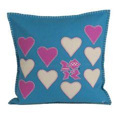 Cojín Multi Heart Emblem de Jan Constantine azul y rosa en www.achica.es