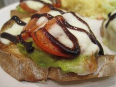 ~ Amber (and her silly adventures) ~: Vegetarian Cooking! Avacado-tomato balsamic bruschetta