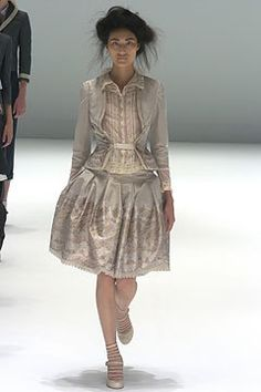 Alexander McQueen Spring 2005 Ready-to-Wear Fashion Show - Dawning Han