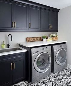 Laundry room signs Laundry room makeover Farmhouse laundry room Diy laundry room… - Top Of The World Modern Laundry Rooms, Laundry Room Layouts, Laundry Room Remodel, Laundry Room Cabinets, Basement Laundry, Laundry Room Signs, Farmhouse Laundry Room, Laundry Room Storage, Laundry Decor