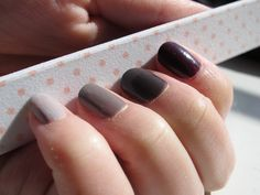 dark ombre nails, perfect for autumn!