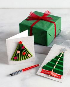 These paper trees will make it really easy for your Christmas cards to stand out this year!