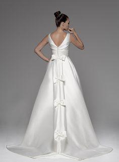 Buenos días!! De miércoles con nuestro post de ayer #Innovias sobre las grandes colas en los vestidos de novia http://innovias.wordpress.com/2014/04/29/colas-espectaculares-en-tu-vestido-de-novia-si-o-no/ ¿Os gustan o no? #alquiler #renta #vestidos #novia